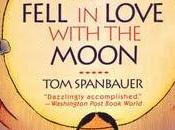 hombre enamoró luna