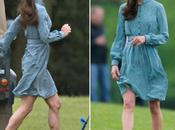 Kate Middleton, azul, anima Príncipe Guillermo partido polo