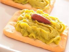 Hummus aguacate guisantes
