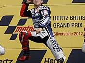 Lorenzo celebra compromiso Yamaha remontando hasta ganar Silverstone