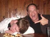 Hanks hace fotos borracho
