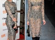 Mendes, vestido Dolce Gabbana, turbante Prada Ryan Gossling lado, combinación perfecta!