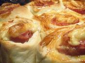 brioche relleno bacon, jamón queso