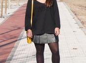 Camiseta negra Dolores Promesas falda cuero