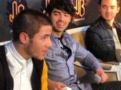 Jonas Brothers dieron divertida conferencia