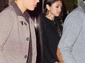 Kylie Jenner Justin Bieber Anadan juntos mano