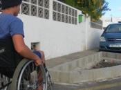 vecina denuncia jardineras están colocando Playa Honda 'obstaculizan acceso personas movilidad reducida' Bartolomé (Lanzarote)