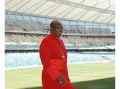 Iglesia Sudáfrica salta terreno juego