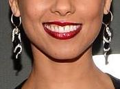 Aunque nueva creativa Blackberry, Alicia Keys twittea desde iPhone…