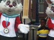 acusan muñeco Disneylandia