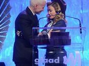 Periodista Anderson Cooper besa Madonna