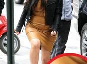 Kardashian sigue usando faja pese embarazo
