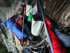 Escaladores durmiendo sobre precipicios Yosemite, simplemente increíble