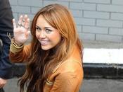 """Miley Cyrus empeñada convertirse """"una chica mala"""""""