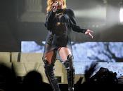 Rihanna abucheada llegar tarde concierto