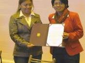 Cañete: GORE LIMA RECONOCE LABOR CONDORAY… años trabajando desarrollo integral mujer