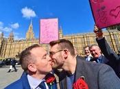 Cámara Alta británica aprueba Matrimonio Igualitario