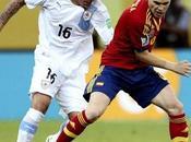 España debió golear pero solo ganó Uruguay impotente