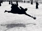 Seminaristas jugando fútbol