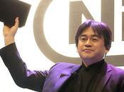 Satoru Iwata, abajo arriba