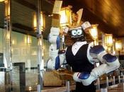 primer camarero robot sirve sushi