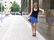 Look falda azul volantes encaje combinada niki negro