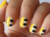 NOTD: Uñas moda amarillas rayas blancas negras.