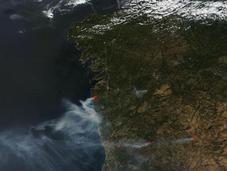 Imagen satélite (27.08.2013) incendios forestales Galicia norte Portugal