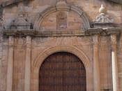 Tesoros camino: bucráneos portada epístola Iglesia Pedro Montijo