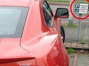 Nani, jugador Manchester United, aparca Camaro plaza para personas movilidad reducida