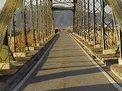 puente, monumento ineptitud políticos