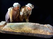 ARQUEÓLOGOS ESPAÑOLES DESCUBREN SARCÓFAGO 3.600 AÑOS LUXOR. interior conserva momia hombre llamado
