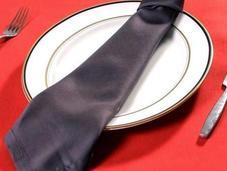 Doblar servilleta forma corbata