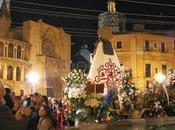 Flores música para Virgen Desamparados, patrona Valencia