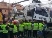 Agentes diferentes Especialidades Guardia Civil realizan exposición-demostración para 2500 colegiales Tomares