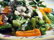 Ensalada verduras salteadas salsa yogurt