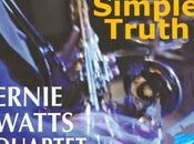 Ernie Watts toca saxo tenor, alto, soprano y...