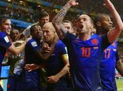 Holanda humilla campeón mundo, España
