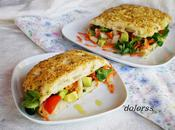 Focaccia queso, romero tomillo rellena ensalada variada
