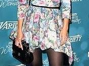 Katie Holmes customiza manera vestido Louis Vuitton