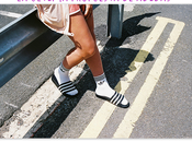 horror: chanclas calcetines Adidas,