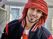 """Entrevista """"Omar Borkan Gala"""" hombre expulsado Arabia Saudita demasiado guapo !!... Vídeo."""