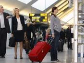 ¿puede mujer embarazada viajar avión?