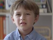 "niño habla ""beeps"""