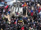 Treintitrés mineros chilenos, atrapados durante días, salen luz.