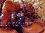 Arroz integral hierbas chipirones encebollados salsa soja