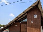 Interior vivienda diseñado como fuera pequeño poblado Japón