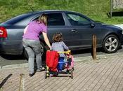 Familias niños discapacidad exigen cuidador colegio Conxo suprimido