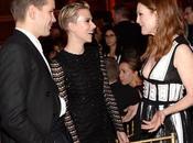 Scarlett Johansson rapa media cabeza