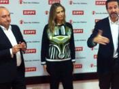 #MartinaKlein llena ilusión solidaria #LoveinaBox #SaveTheChildren #Navidad #solidaridad